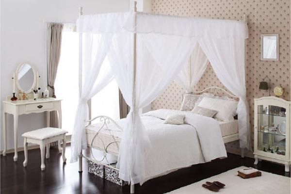 ベッドの天蓋