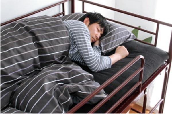 上段に寝る